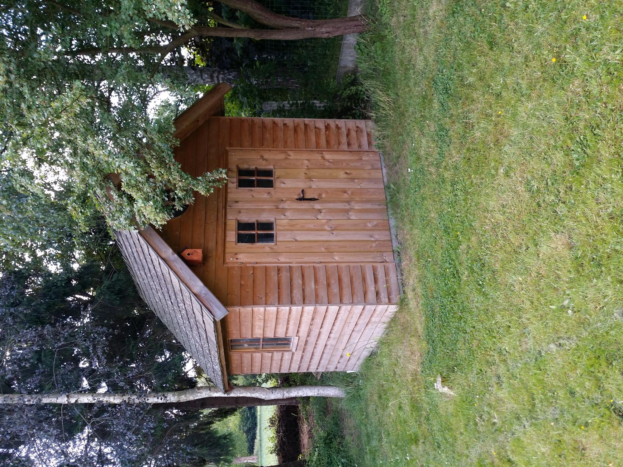 Construction cabane en bois lasne belgique cabanon for Chalet de jardin belgique